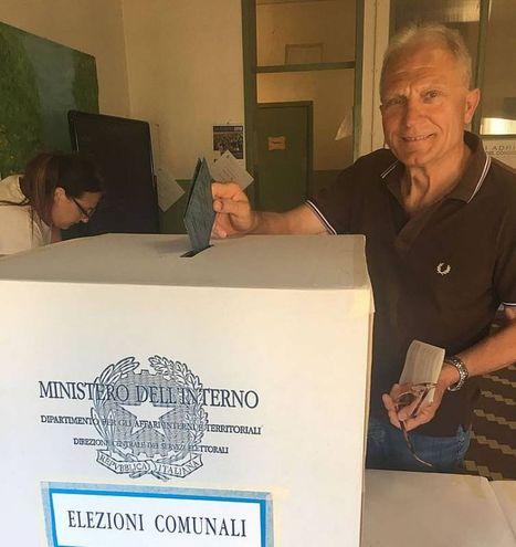 Per votare è sufficiente fare una croce sul nome del candidato sindaco (foto Braghin)