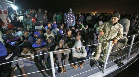 Migranti soccorsi dalla Marina libica (Ansa)