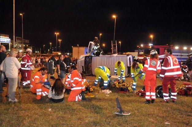 Incidente a Cassano d'Adda, furgoncino si ribalta: 5 feriti gravi