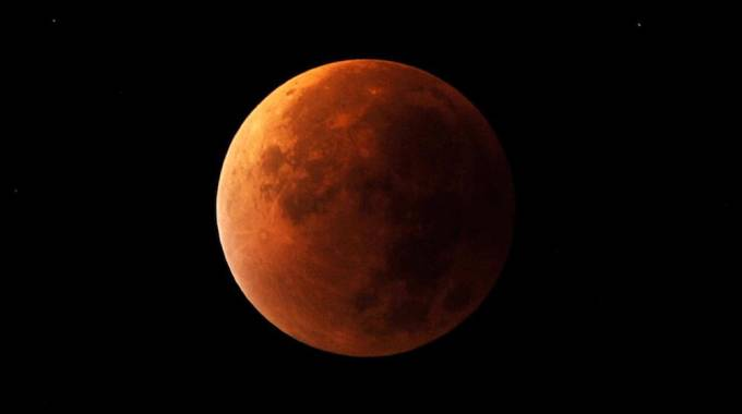La Luna rossa vista dalla Terra - foto Martin Keene PA Lapresse