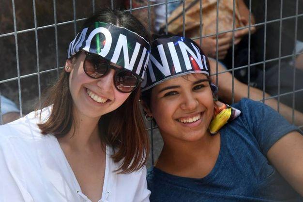 Le fan in attesa (foto Schicchi)