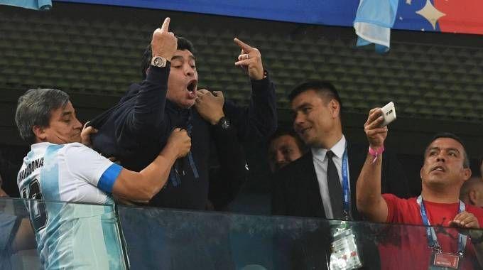 Nigeria-Argentina, il gestaccio di Maradona sugli spalti (LaPresse)