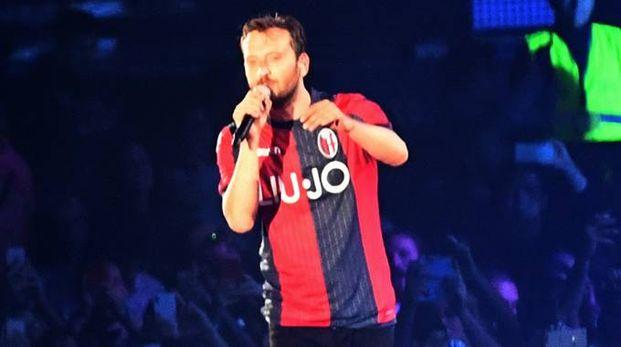 Cremonini indossa la nuova maglia del Bologna (Schicchi)