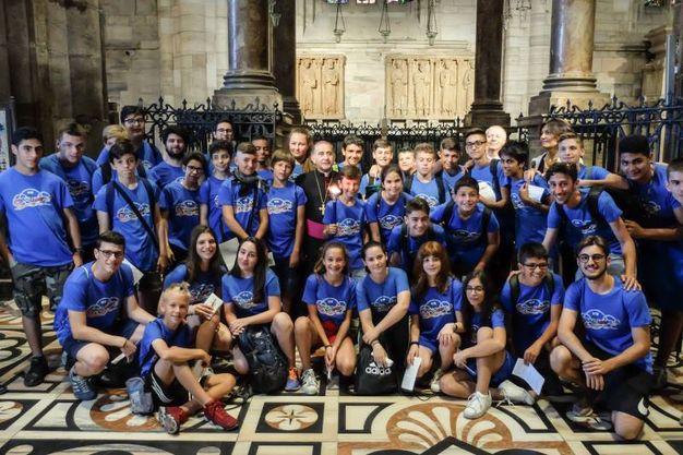 La consegna della fiaccola in Duomo (Lapresse)