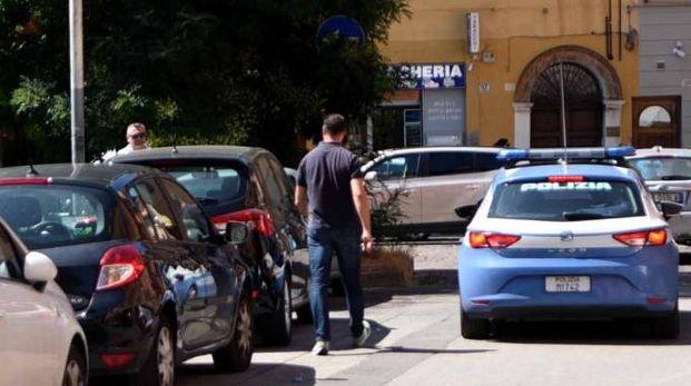 Polizia in piazza Sacrati