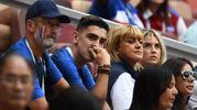 A destra Erika Choperena, moglie dell'attaccante francese Antoine Griezmann (LaPresse)