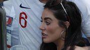 Il calciatore inglese Harry Maguire e la compagna Fern Hawkins (Ansa)