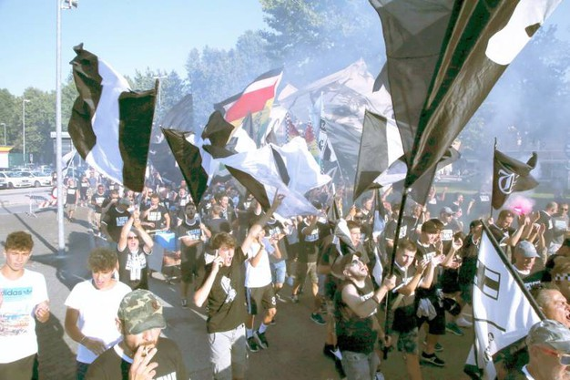 Il corteo dei tifosi del Cesena Calcio (foto Ravaglia)