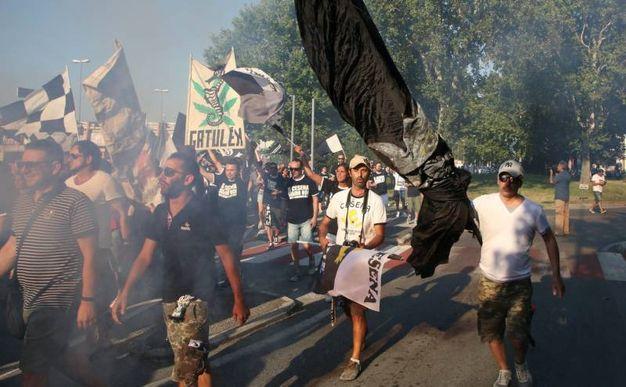 La manifestazione della tifoseria bianconera (foto Ravaglia)