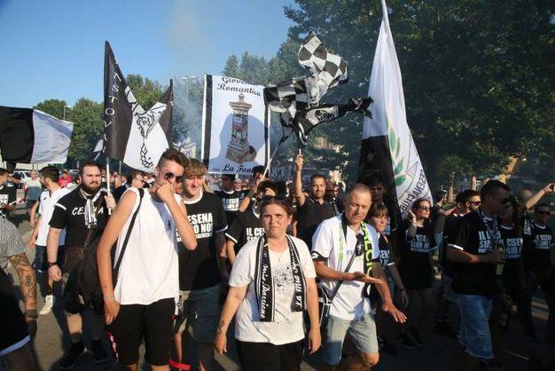 La protesta dei tifosi (foto Ravaglia)