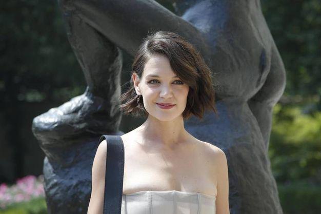 L'attrice Katie Holmes ospite della sfilata (Ansa)