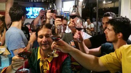 Il primo brindisi di Brio dopo la vittoria (foto di Laura Valdesi)