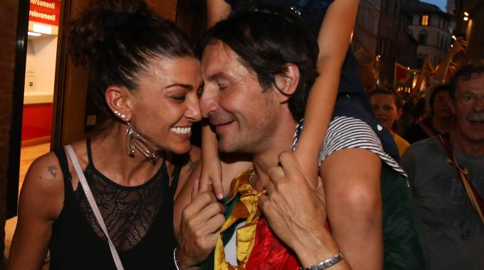 Tenerezza fra Brio e la compagna Ilaria Senni (foto Fabio Di Pietro)