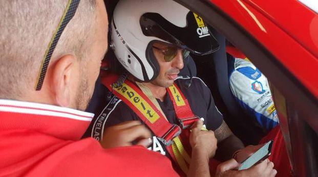 Fabrizio Corona al volante della Ferrari (Ansa)