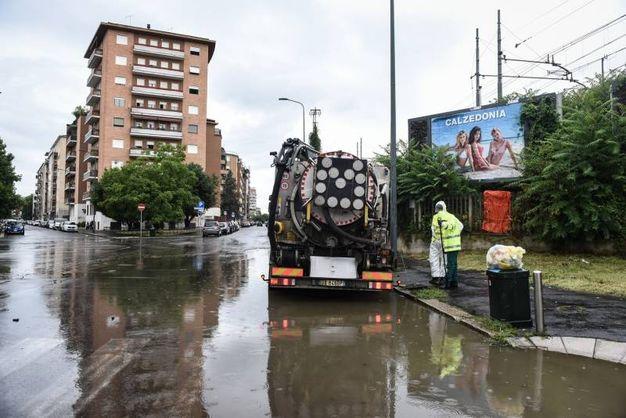 Una strada invasa dall'acqua (Lapresse)