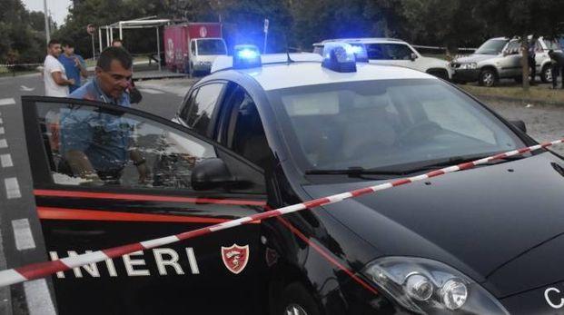 I carabinieri nel parcheggio delle Cascine di Tavola dopo  la sparatoria Foto Attalmi