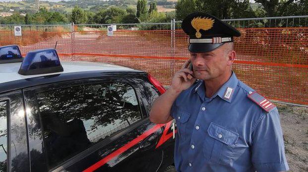 Un carabiniere davanti al cantiere (Fotoprint)