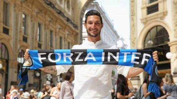 La presentazione di Matteo Politano uno dei rinforzi della nuova Inter di Spalletti