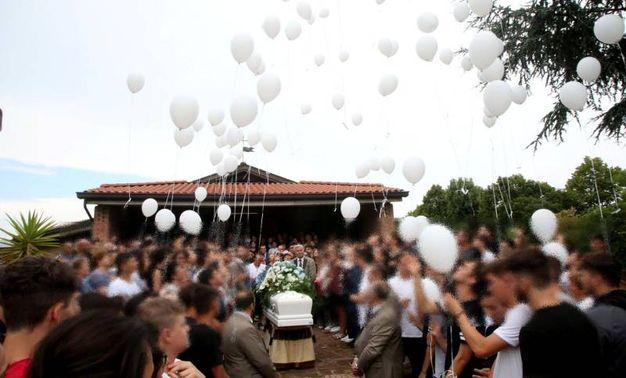 Palloncini in cielo per Lisa (foto Ravaglia)
