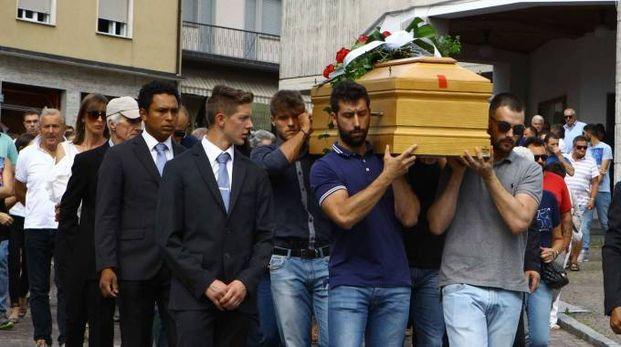 Il funerale di Oscar Fascendini a Sondrio (Anp)