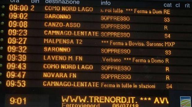 Il tabellone dei treni soppressi