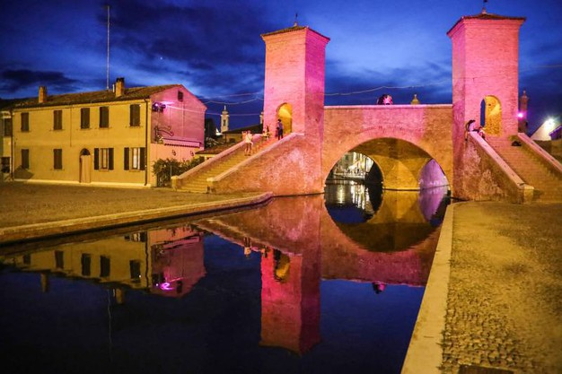 Notte Rosa ai lidi di Comacchio (Samaritani)