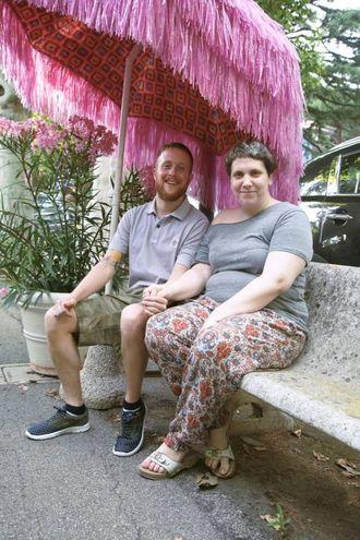 Anche l'ombrellone è rosa (foto Ravaglia)