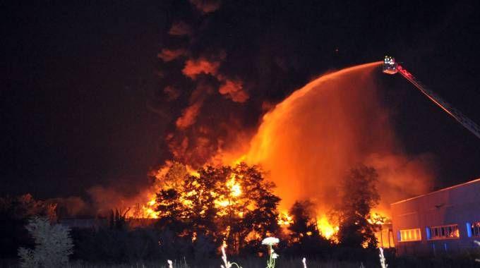 L'incendio alla Muller & Koster di Liscate (Canali)