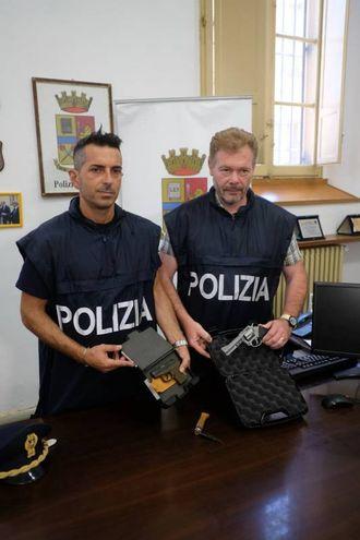 Armi rubate e vendute alla criminalità organizzata (foto Frasca)