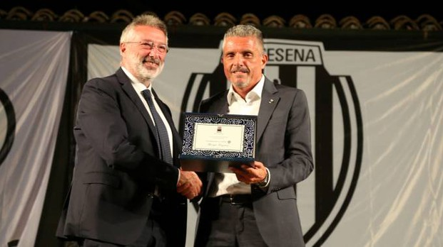 Il sindaco Paolo Lucchi col presidente del Cesena Giorgio Lugaresi, quando i rapporti erano amichevoli