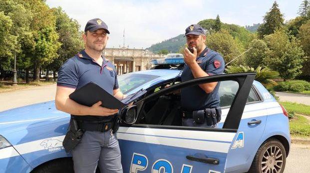 Il rapinatore è stato arrestato dagli agenti della volante
