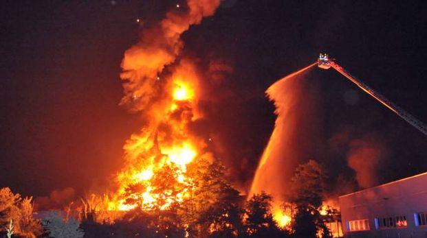 Incendio a Liscate (Newpress)