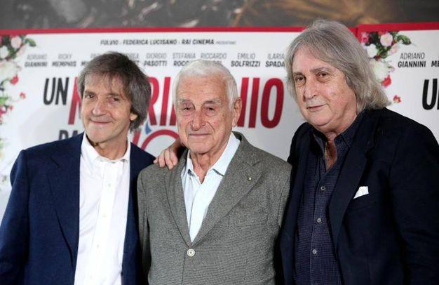 I fratelli Enrico e Carlo Vanzina con il produttore Fulvio Lucisano, durante il photo call del film: ''Un matrimonio da favola'' (Ansa)