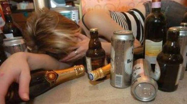 Una ragazzina di 16 anni è finita all'ospedale per intossicazione alcolica