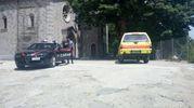 Carabinieri e soccorsi nel luogo della tragedia