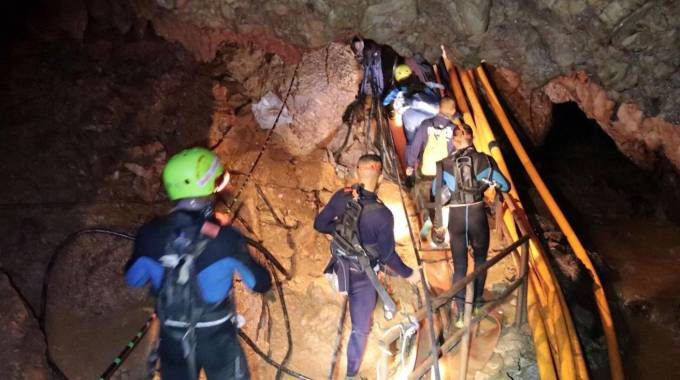 Sub nella grotta dove sono intrappolati i ragazzini (Ansa)