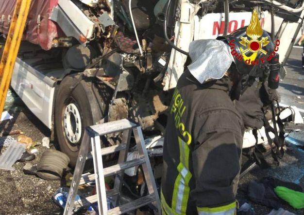 Incidente in A4, coinvolto mezzo pesante: tre feriti