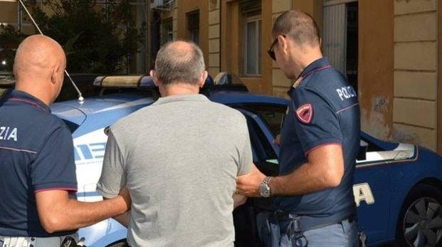 L'arresto da parte degli agenti della Polizia di Stato