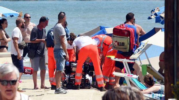 Soccorsi in spiaggia per un annegamento (repertorio)