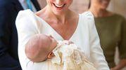 Kate, duchessa di Cambridge, raggiante al battesimo del suo terzogenito, principe Louis (Ansa)
