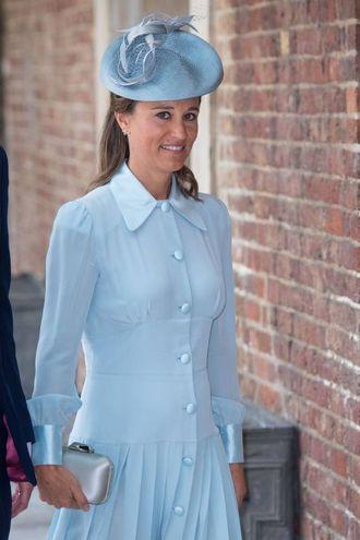 Pippa Middleton incinta di pochi mesi. Il colore dell'abito fa riferimento al sesso del bimbo che verrà? (Lapresse)