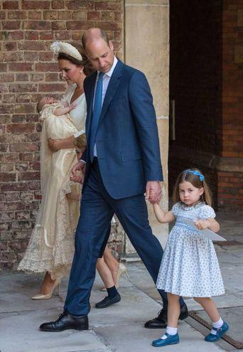 William e Kate e famiglia al completo al battesimo del piccolino di casa (Lapresse)