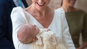 Kate Middleton con baby Louis: una mamma molto sorridente (Lapresse)