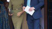 Meghan e Harry: l'abito di lei spiccava tra tutte le signore vestite in colori pastello (Lapresse)