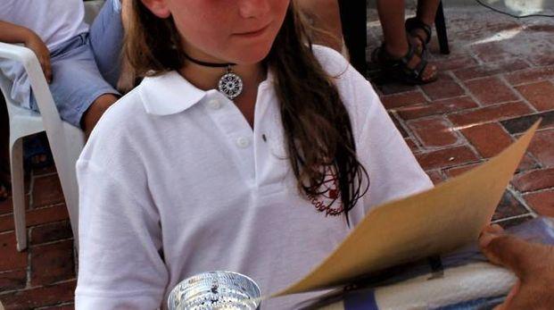 IN CANNA Il battaglione di ragazzini al Moletto d'Antignano per la gara di fine corso e, sotto, le premiazioni