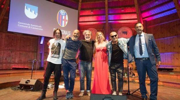 Luca Carboni in concerto nel ritiro del Bologna