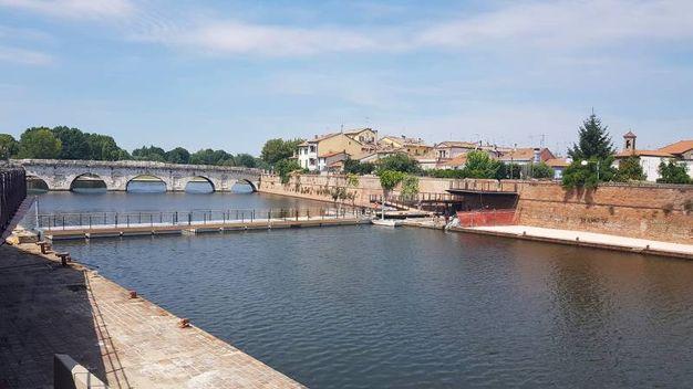 La passerella sull'acqua al Ponte di Tiberio