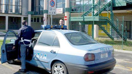 Polizia davanti all'ospedale Bassini (Spf)