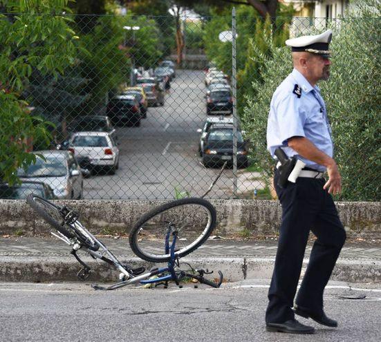 La bici distrutta (foto Migliorini)