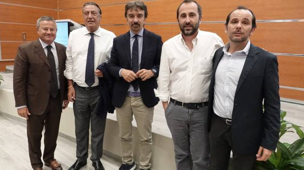 Da destra Sergio De Luca,  il direttore de La Nazione Francesco Carrassi,  Franco Marinoni, Federico Ferrazza e Andrea Minuz.  Nella foto sopra Carlo Fornaro e Luigi Contu
